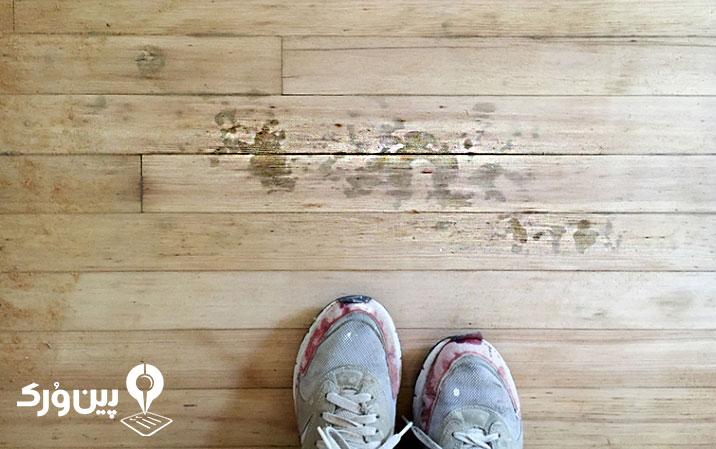 پاک کردن لکه کفش از زمین