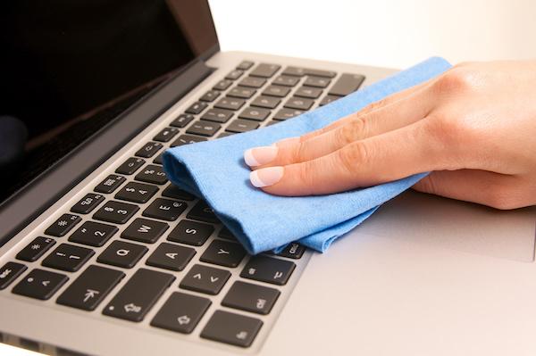 تمیز کردن صفحه نمایش لپ تاپ