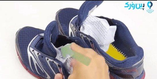 گذاشتن روزنامه داخل کفش