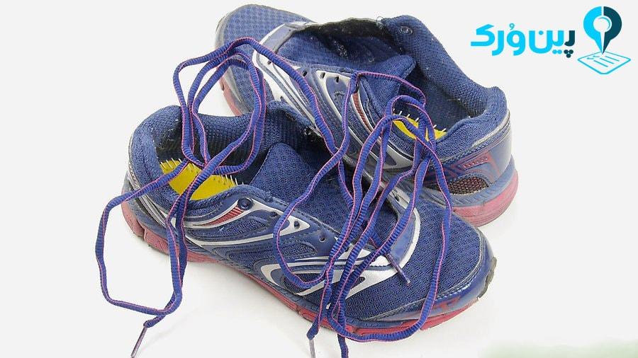باز کردن بند کفشها