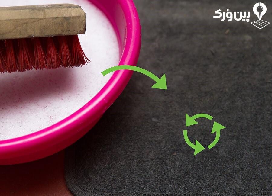 شستن فرش کف ماشین با آب و صابون