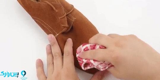تمیز کردن جیر با دستمال نرم