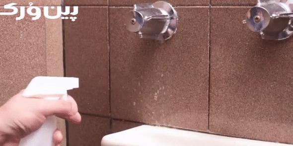 تمیز کردن دیوار حمام