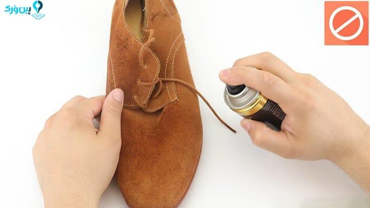 عدم استفاده از ادکلن در تمیزکردن کفش جیر