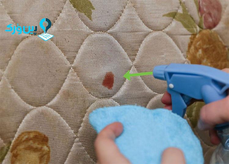 از بین بردن لکه خون از روی تشک با آبلیمو
