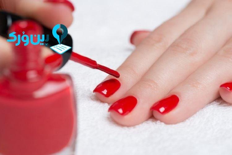از بین بردن لکه لاک ناخن از روی فرش با شیشه شوی