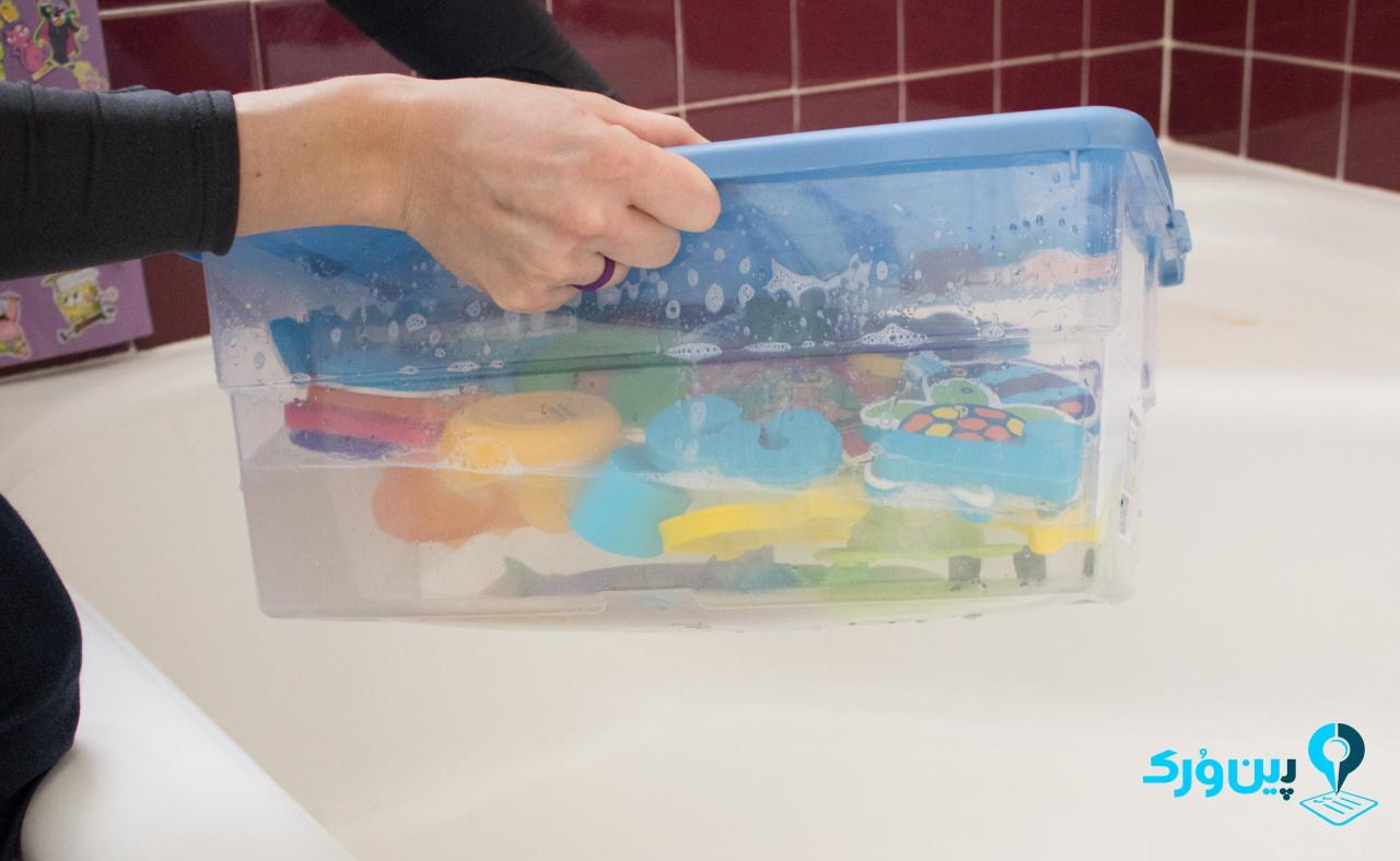 تمیز کردن اسباب بازیهای پلاستیک و چوبی