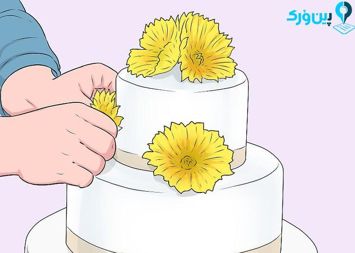 تزیین کیک با گلهای طبیعی