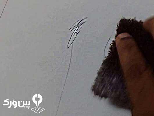 پاک کردن لکه خودکار از روی کاغذ دیواری