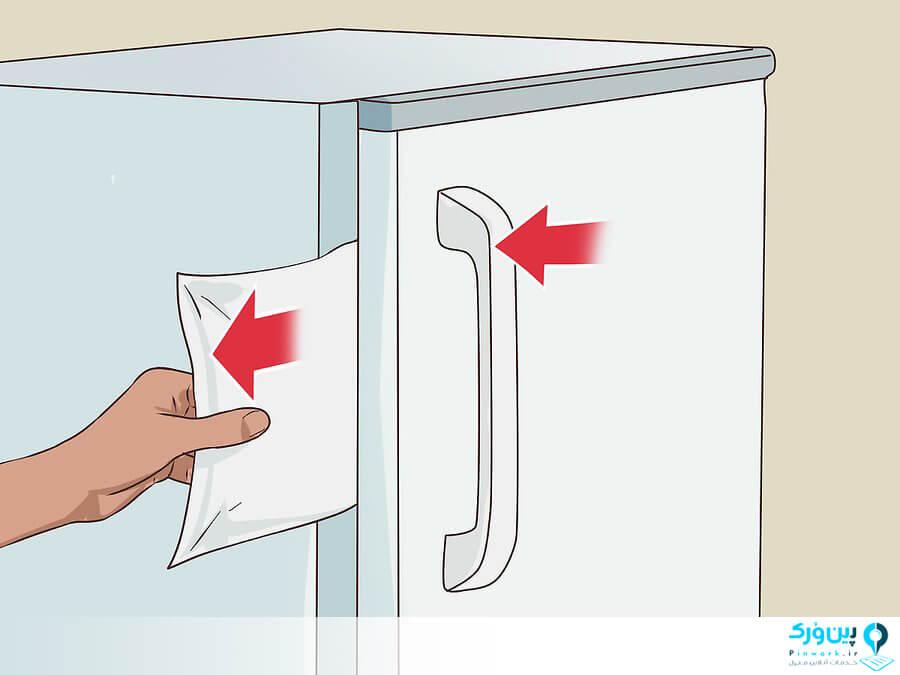قرار دادن کاغذ بین در یخچال