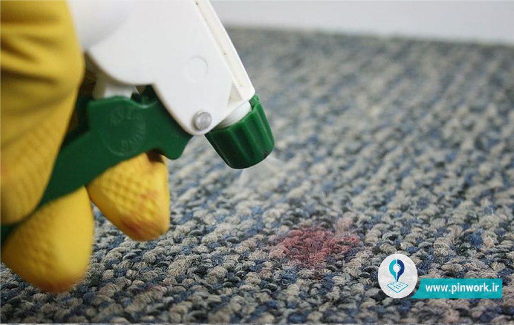 تمیز کردن لکه رژلب از فرش و موکت