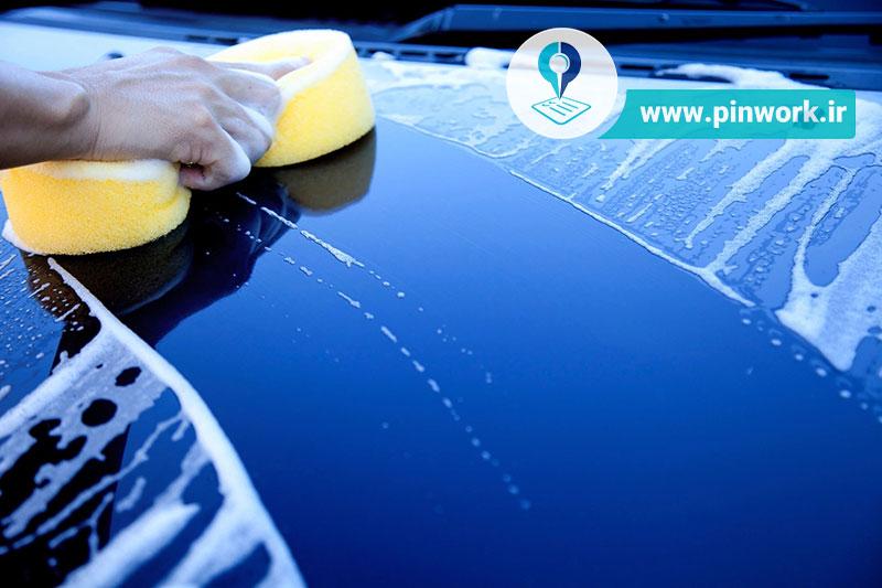 پاک کردن شیره درخت از روی ماشین