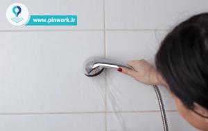 تمیز کردن درز بین کاشیهای حمام